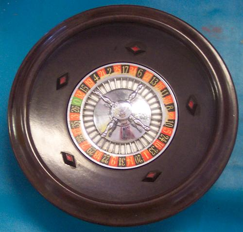 this is a vintage portable roulette wheel it is bakelite. Black Bedroom Furniture Sets. Home Design Ideas